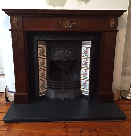 Fireplace installation, fireplace, tiled casting,